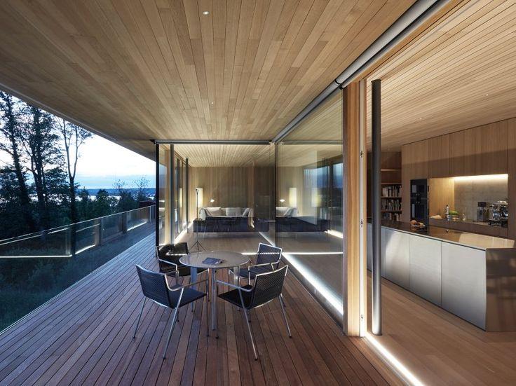 Im Obergeschoss liegen der Wohnbereich des Hauses und das Elternschlafzimmer....