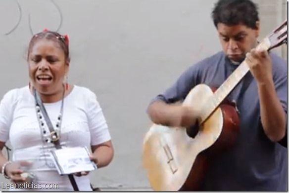 Esta mexicana no puede ver, pero canta como Shakira (video) - http://www.leanoticias.com/2014/05/20/esta-mexicana-puede-ver-pero-canta-como-shakira-video/