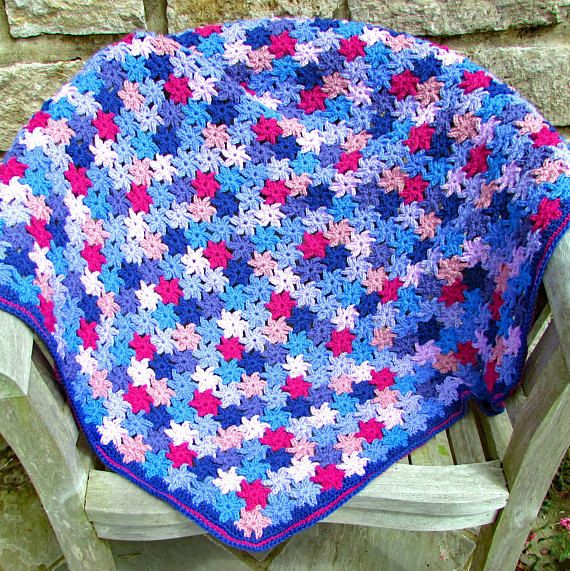Crochet this beautiful floral throw using a simple flower motif that you join as you go. In no time at all you'll have a lovely afghan lap blanket - perfect for relaxing afternoons in the garden. #crochet #crochetblanket #crochetafghan #crochet throw