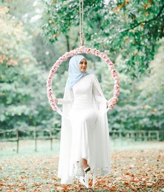 She is the definition of elegance. | 28 Gorgeous Brides Wearing Hijabs On Their Wedding Days - I thought she was a fairy for a second