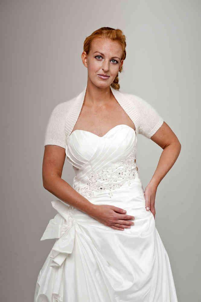 Braut Bolero Kurzarm Angora in einem Stück für ihr Brautkleid.