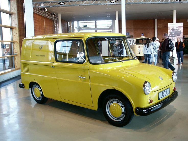 VW präsentiert sich auf der diesjährigen Techno Classica, der größten Oldtimer-Messe Europas in Essen, mit einer Live-Restaurierung eines Bu...