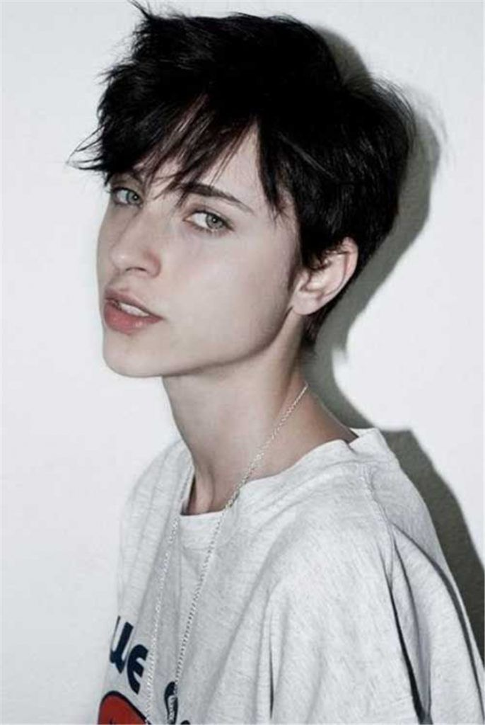 50 Sweet And Stylish Short Pixie Haircuts Or Hairstyles You Should Try This Year Women Fashion Lifestyle Blog Shinecoco Com Lesbian Haircut Short Hair Styles Grey Hair Young