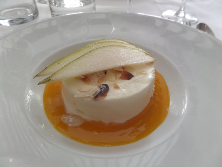 White Cheesecake dessert from L'ecume Des Mers