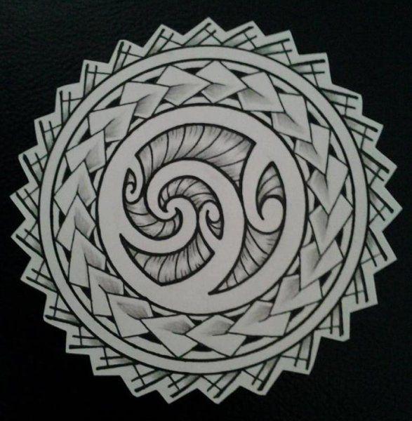 Diseño de Tatuaje de Sol Maori Polinesio