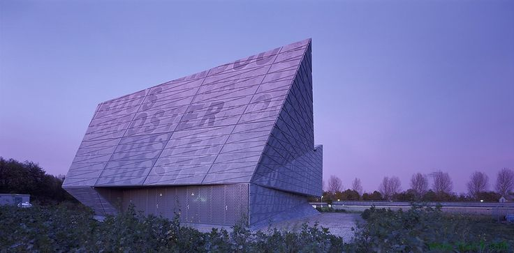 Bekkering Adams Architects designed the 'BOOSTER PUMP STATION EAST' in Amsterdam, Netherlands. http://en.51arch.com/2014/10/a3114-booster-pump-station-east/