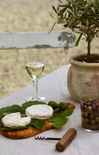 ♔ P r o v e n c e.  Olives, wine & cheese.....mmmmm....