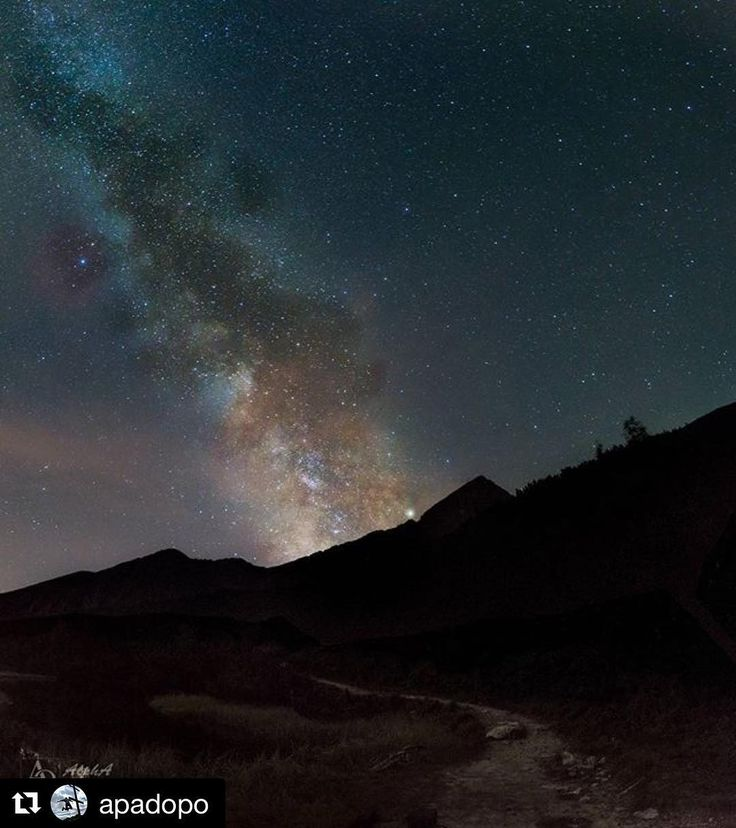 Nočná produktivita môže vyzerať aj takto  krásne #praveslovenske od @apadopo  Úžasná noc na Chate pri Zelenom plese a nočný trip  za hviezdami ku Veľkému bielemu plesu w/ @maros.zelo1998  #slovakia #slovensko #tatry #tatramountains #night #nightout #nightsky #nighttime #nightview #nightphotography #stars #galaxy #naturewalk #naturelover #trip #adventure #adventures #explore #discover #space
