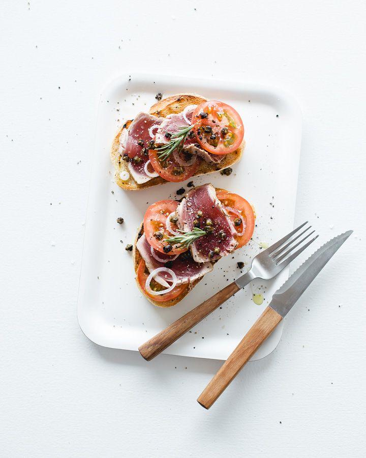 Rare tuna tomato bruschetta /