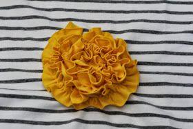 Ajattelin jakaa ihanille ompeleville ystäville ruusukkeen ompeluohjeen. Tämä on siis tapa millä itse teen, joten mitään varmuutta ei ole onk...