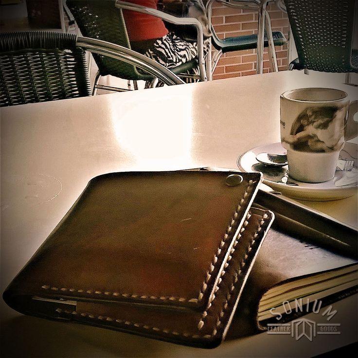 (EN) Photo of SONIUM Wallet and Notebook Cover send to me by Guardian great friend of mine. (PT) Carteira de notas e cartões e Capa de bloco de notas da SONIUM enviados por um Guardião amigo.