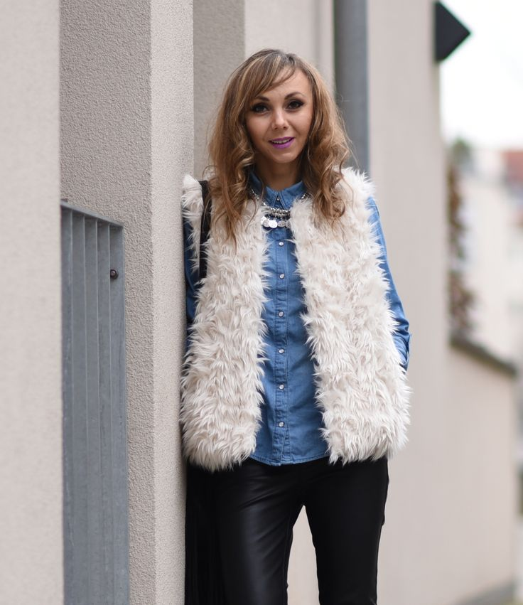 @aboutyoude @happinessbtq  #fauxfurvest #whitevest #vest #white #outfit #denim #jeansshirt #leggings #neklace #leatherleggings http://fashiontipp.com