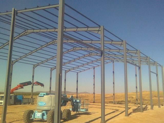 Construcci n de una nave para el uso ganadero con for Como hacer una estructura metalica para techo