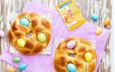 Corone dolci di Pasqua con ovetti di cioccolato #unafavolanelpiatto | Ricette Menu | S.Martino