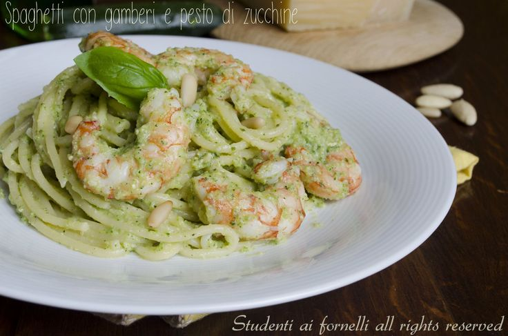 Spaghetti with shrimps and zucchini