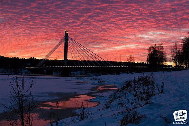 Amazing Arctic Sunrise today at 10 AM in #Rovaniemi #Lapland #Finland #visitfinland #visitfinlandjp #рованиеми #лапландия #финляндия #thisisfinland #ourfinland #arcticsunrise #onlyinlapland @visitrovaniemi