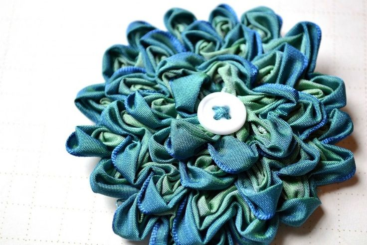 how to make ribbon ric rac and turn it into a flower