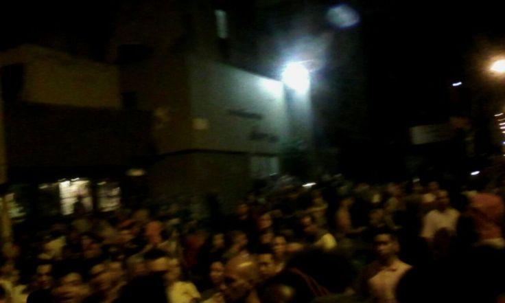 """Vecinos de la Av Baralt protestan frente a panadería """"tomada"""" por el Gobierno (Videos) - http://wp.me/p7GFvM-EkR"""