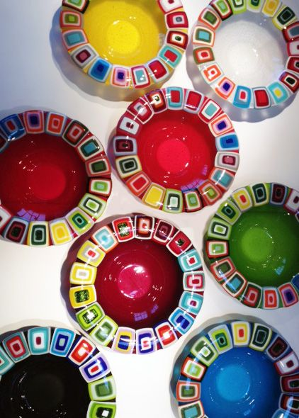 Glass bowls: 40 cm in diameter. By the danish designer and artist Louise Lagoni.