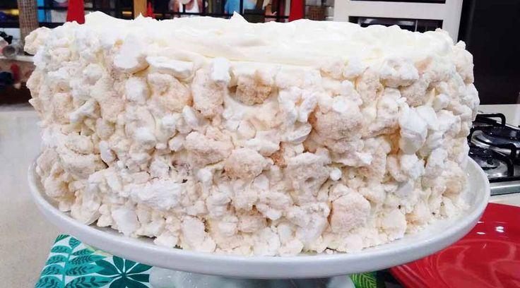 Torta chajá de duraznos en almíbar y dulce de leche