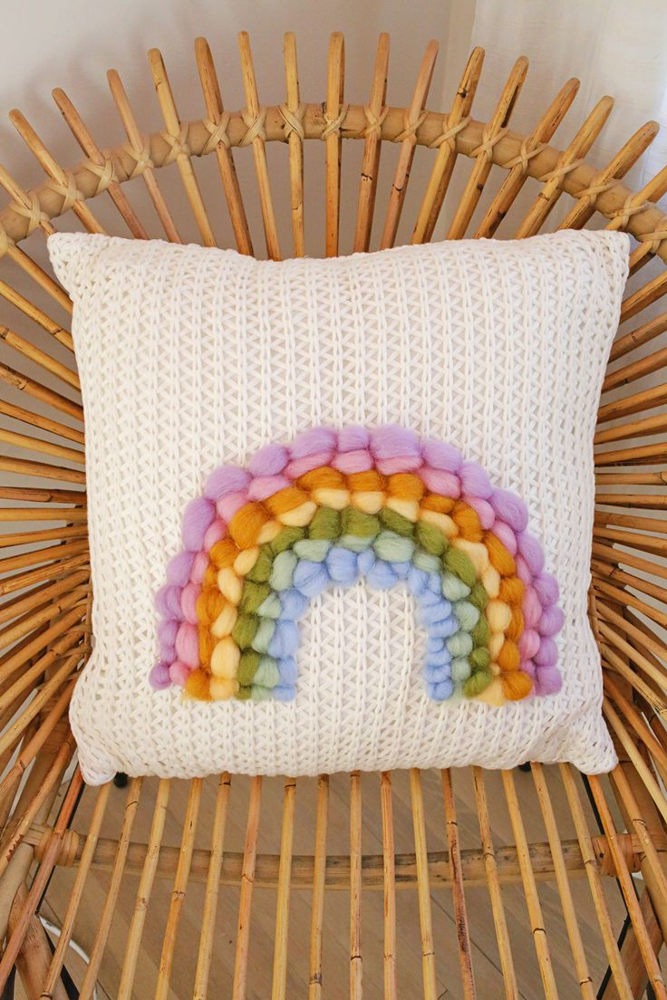 DIY: rainbow roving pillow