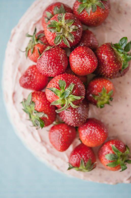 strawberry banana 'milkshake' cake