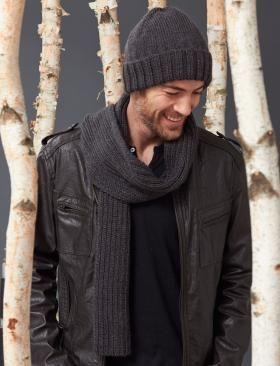 Шапка и шарф спицами для мужчин образует классический комплект и может стать хорошим подарком на день рождения, новый год или...
