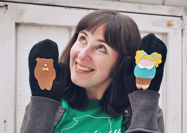 puppet mittens! Such a fun idea...could use gloves and make each finger a different character and gift with a book!