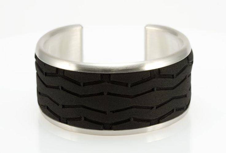 http://www.eriktidang.se/wp-content/uploads/2012/08/armband-silver-gummi-erik-tidang.jpg
