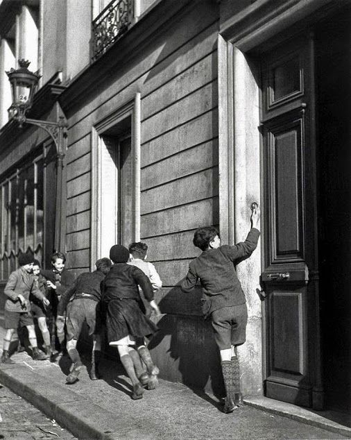 by Robert Doisneau, The Ring, 1934]