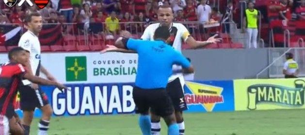 Un árbitro finge una agresión y expulsa un jugador en la liga brasileña http://www.larazon.es/deportes/un-arbitro-finge-una-agresion-y-expulsa-un-jugador-en-la-liga-brasilena-HM14810968