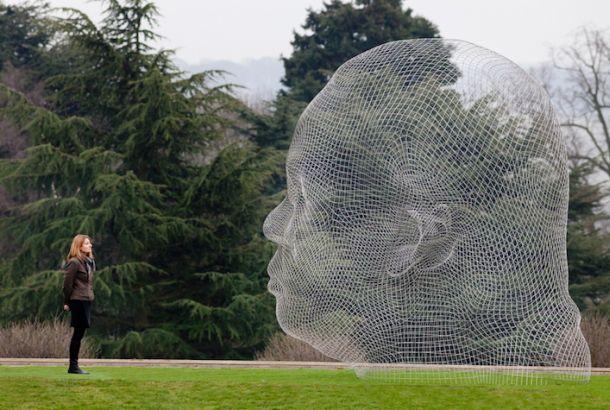 透き通る巨大彫刻 in イギリス 130217ECsculpture