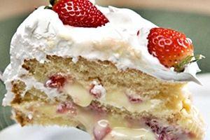 Receita de bolo mousse de morango, esse bolo fica maravilhoso e não pode faltar no seu caderno de receitas, venha aprender a fazer essa gostosura agora e ganhe dinheiro vendendo para seus clientes. Receita de bolo