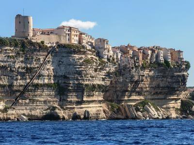 Bonifacio les falaises et l'escalier du roi d'Aragon guide touristique de la Corse du sud
