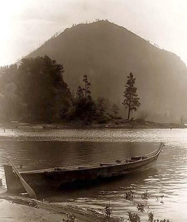 Above we show a vital photo of Wind Mountain. It was made in 1910 by Edward S. Curtis.    The illustration documents a Canoe on the bank of Columbia River, Wind Mountain, Washington State in background.    We have compiled this collection of artwork mainly to serve as a vital educational resource. Contact curator@old-picture.com.