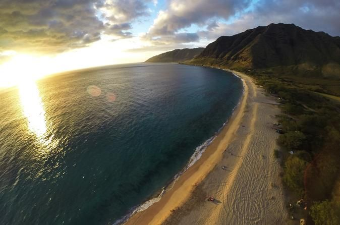 Helicopter Tour on Oahu: North Shore Sunset Spectacular See Oahu's North Shore on a spectacular sunset flight by 4-passenger helicopter — with or without doors! Watch the sun descend into the Pacific and cast its glow across sky during this 30-minute aerial excursion. A licensed pilot narrates the sights and takes you soaring over the Ko'olau Mountains, Haleiwa town and remote Ka'ena Point. If you're up for an adrenaline rush, upgrade to the doors-off ...