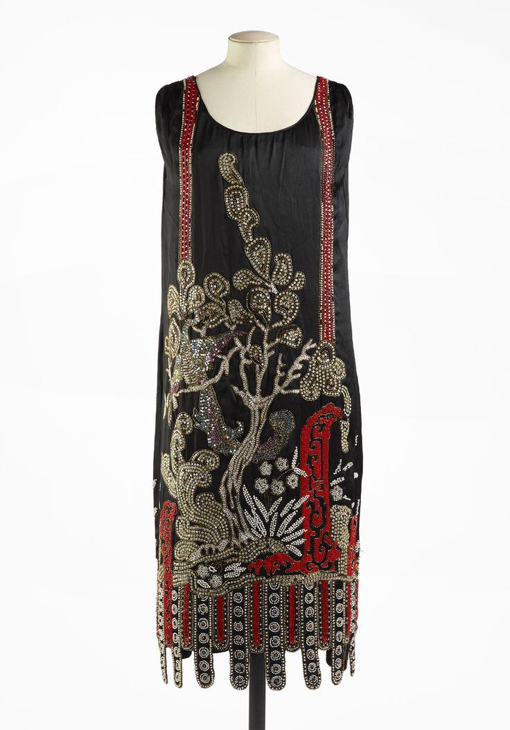 Jean Patou, 1925. http://www.vogue.fr/culture/a-voir/diaporama/la-haute-couture-s-expose-a-paris/12166/image/735114#jean-patou-1925