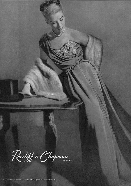 Enchanting 1950s evening wear elegance and sophistication. #vintage #1950s #fashion #dress