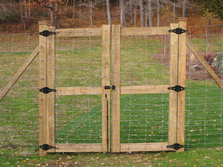 Wire On Metal Posts, Double Wood Gate. Split Rail With Deer Fence  Extensions .