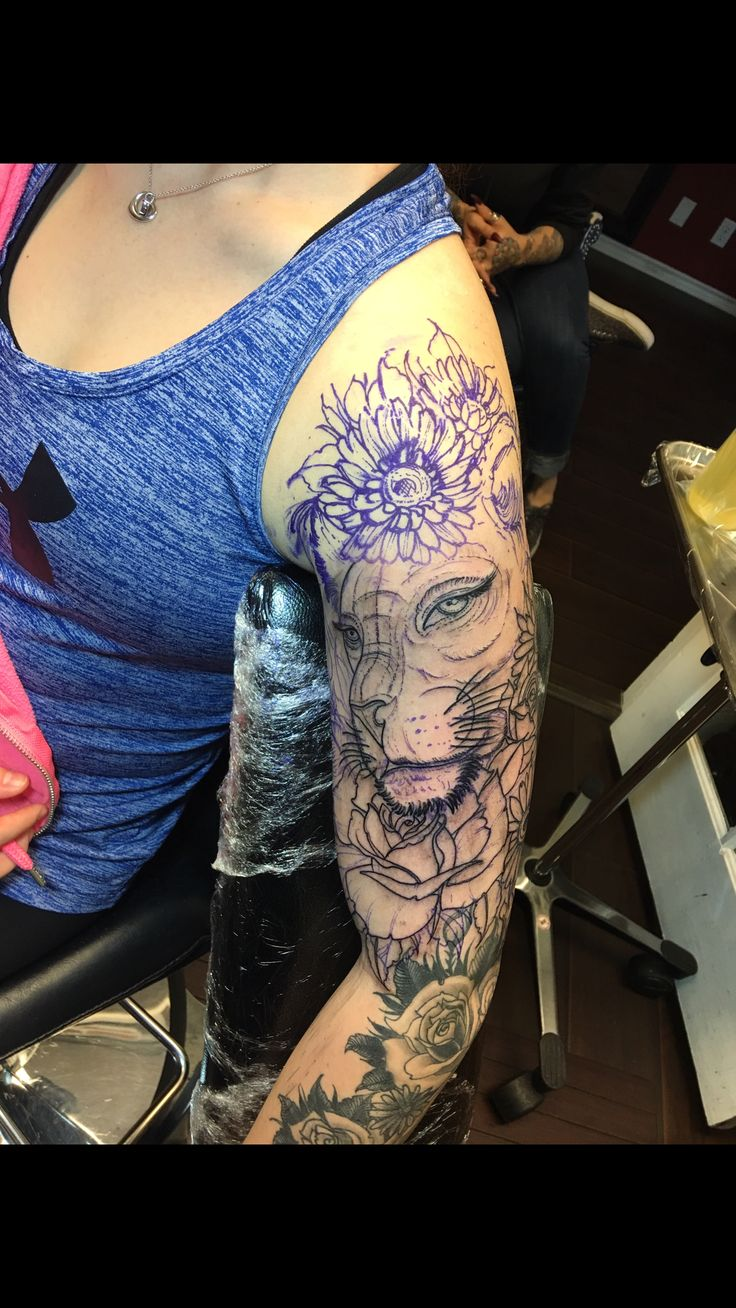 Lioness with flowers  Reverent tattoo Las Vegas  Jospeh Haefs & Michelle ❤️️
