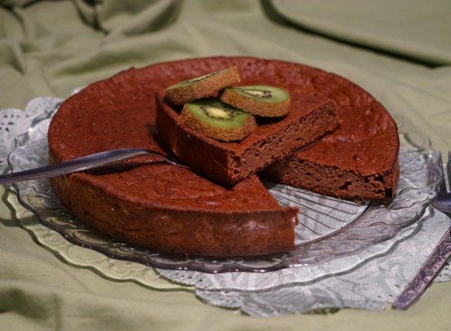 Torta di patate dolci e kiwi al cacao
