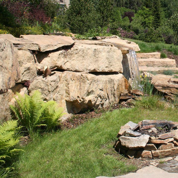 přírodní zeď s vodopádem z pískovce / natural wall of sandstone with a waterfall