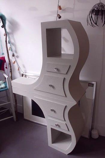 10 ans d'expérience dans la réalisation de meubles en carton design, éthiques, aux finitions biologiques. Commande sur mesure et vente E-shop.