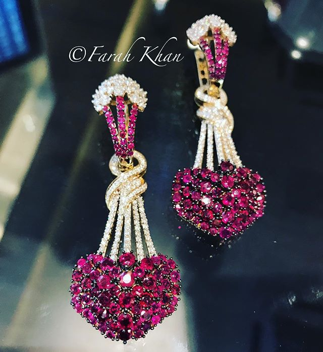 Love is in the air ❤️❤️❤️ How much do you heart these earrings of ours!!! @farahkhanfinejewellery #farahkhanfinejewellery #farahkhanali #fkfj #fkfjdesign #creativelyinspired #love #hearts #beautifulinspiredjewellery