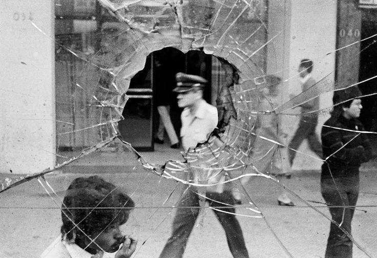 © Alvaro Hoppe Santiago, du livre Chile desde adentro, Chile, 1983.