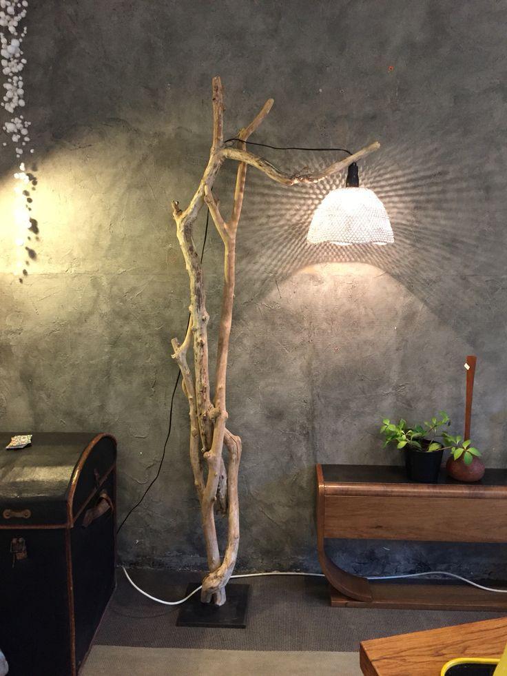 Lampadaire en bois flotté www.gris-chine.com