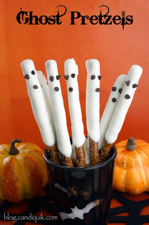 Super Easy Ghost Pretzels - great for a last minute Halloween party treat! @Miss CandiQuik