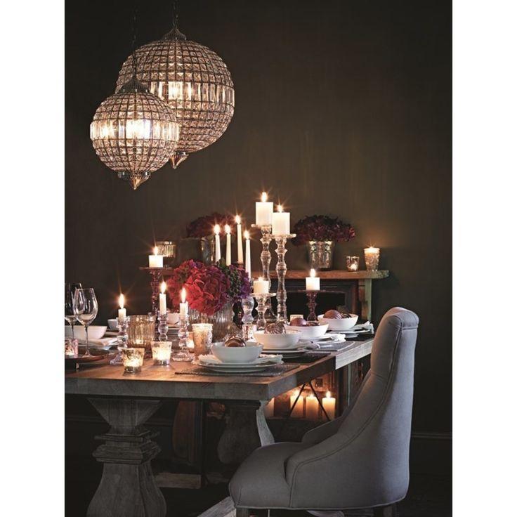 Srebrne dekoracje na stół wigilijny. Serwetki na święta, serwetki na stół wigilijny, dekoracje stołu wigilijnego. Zobacz więcej na: https://www.homify.pl/katalogi-inspiracji/13084/srebrne-dekoracje-na-boze-narodzenie