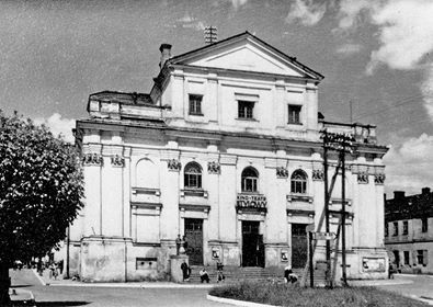 Kościół Franciszkanów obecnie....i dawno temu....do czasu zwrotu budynek  zajmowało - Kino Stylowy i Państwowe Liceum Sztuk Plastycznych