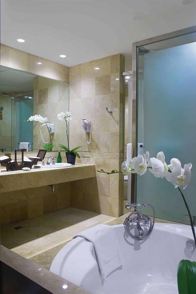 Bathroom Lighted Bathroom Mirror Luxury Hotel Grand Indonesia Luxury hotel bathroom in jakarta